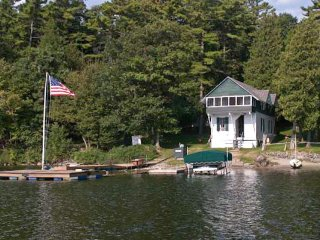 Dog-friendly, lakefront cabin - access to dock, canoes, kayaks & more provided!
