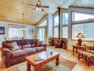 Spacious home w/ shared pool, sauna, hot tub, & tennis - on-site golf & skiing!