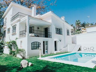 Beautiful 4 Bedroom Villa With Private Pool by Puerto Banus