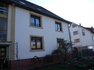 70m² Wohnung Erdgeschoss Möbliert Doppelzimmer Mehrbettzimmer mit 2 Einzelbetten Bad / WC TV Radio
