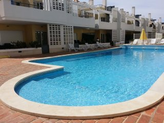 Holiday Apart 2 bedrooms 2 bathrooms ( 1 ensuite ), pool, parking , golf nearby