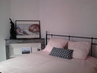 Comfortable flat with a balcony, 3 sleeps, WIFI., Tarascona
