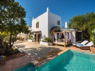 Can Alma, Ibizan country house up to 12 with pool.
