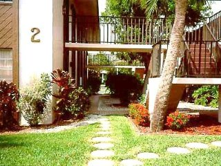 2 mi to Sanibel Island Causeway - 1st floor, 1 BR, no steps to climb - furnished, Fort Myers