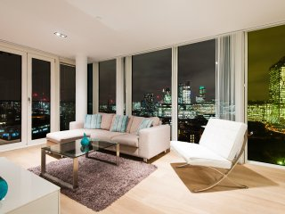 Zone 1 City/Shoreditch luxury with aircon and great views