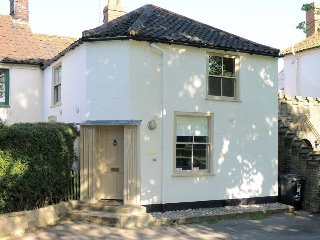 Two-bed cottage on the village green, steps from the pub!