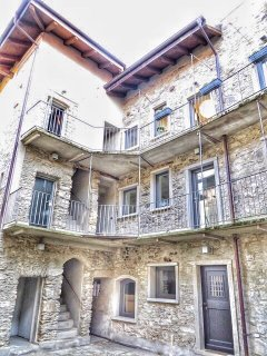 Tra Sassi&Stelle apartment in an ancient stone house