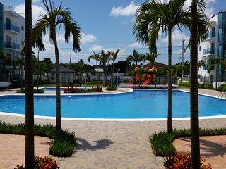 Elizabeth Beatiful Apt. A/C, Pool, Gym, great view, 24 security, safe location.