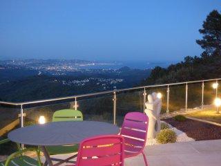 Villa moderne MAGNIFIQUE VUE MER au Calme, PISCINE, CUISINE D'ETE PROCHE CANNES, Saint-Jean-de-Cannes