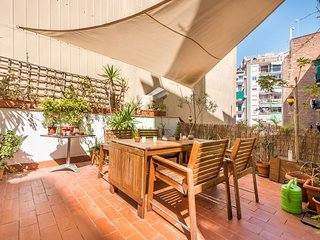 Vallhonrat apartment in Poble Sec with WiFi & private terrace.
