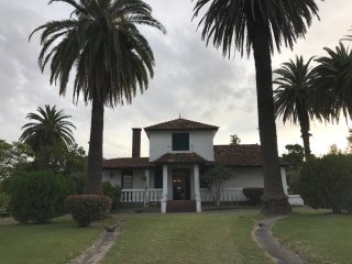 Beautiful home with amazing garden on 1.25 acres 5 minutes away from the city, Colonia del Sacramento