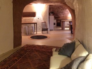Stunning Underground Home - short walk to restaurants. cafes, shops & galleries