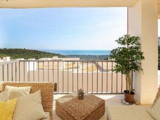 Samara, Modern 2BR 3BA Duplex in Marbella, Heated Pool