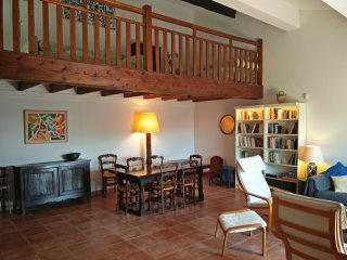 Loft style apartment, 97sq. m with terrace on the port