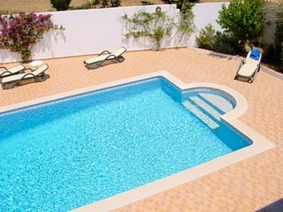 Casa Izabella - Spacious villa (Town Outskirts with Private Salt-water Pool)