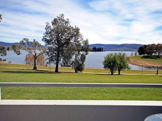 Horizons 216 - Lake Jindabyne Waterfront