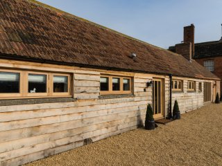Foxham Farmhouse Holiday Cottages - Orchard Cottage, Chippenham
