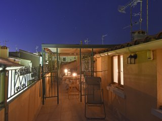 Old Town Two bed Apartm Large terrace Roof Top