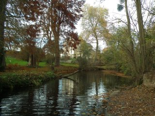 RIVERSIDE MANOR HOUSE with large gardens. Ideal for family holidays