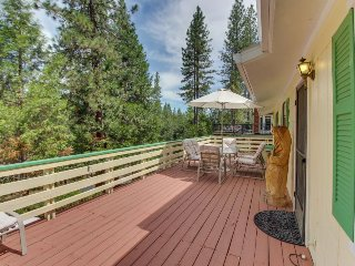 Rustic home w/large decks, shared pool, great location near marina & more!