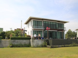 Hua Hin Ideally situated luxury villa next to quiet beach Kao Tao