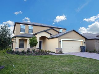 Beautiful 6 bedroom 4.5 bath home from $135nt