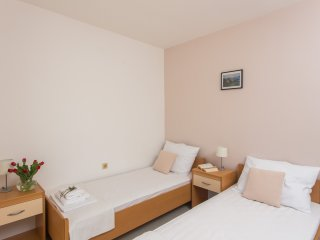 Guest House Rosa Bianca - Comfort Triple Room with Garden View