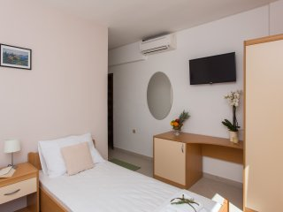 Guest House Rosa Bianca - Comfort Triple Room with Garden View A2+1