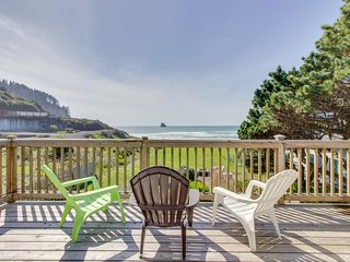 Spectacular beachfront dog-friendly cottage with private hot tub!, Cape Meares