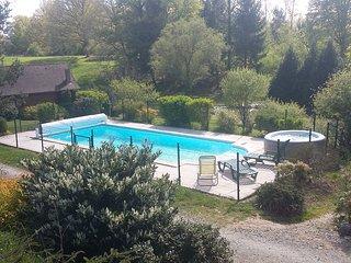 Chalet avec piscine et jacuzzi