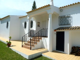 3 en-suite bedroom villa with a private pool - walking distance to beach & golf, Carvoeiro