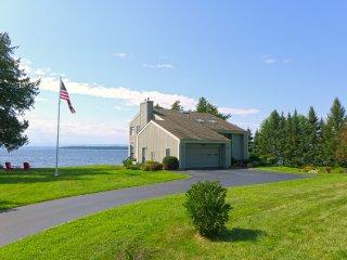 Luxury Lakefront Getaway