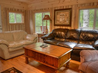 Cozy Cohutta Cottage Secluded 2bed/2bath cabin W/hot tub under $99 per night