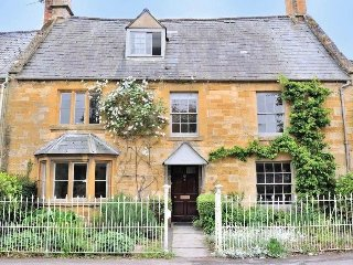 Grade II listed beautiful house in moreton in marsh sleeps 12, 5 bedrooms