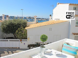 Spacious apartment near the sea and the Port, L'Escala