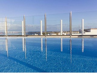 Apartment 2 bedrooms close to the harbour, wifi, top roof pool, El Cotillo