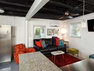 Hip, Modern Apartment just steps to Center Street and Beach, Folly Beach