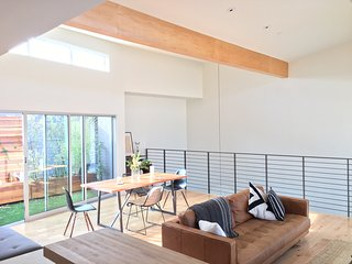 Modern 3BR Loft w Balcony Garden: Culver Arts District