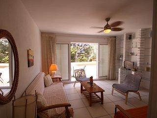 Apartamento completamente reformado con terraza y piscina, (Alisios 324)