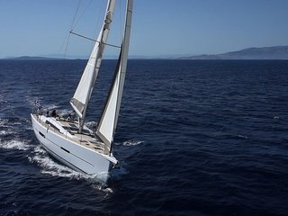 Experience all that BC has to offer with a 4 Day Sailing Charter