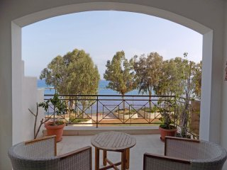 2b Beachfront Seaview apt - Galatex beach