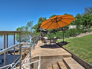 Lakefront Kingsland Home w/ Private Swimming Dock!