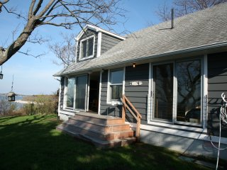 Modern 3 Bedroom 2 Bath Waterfront House with Private Beach!