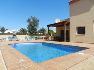 CASA MARTA Great Villa with pool good situated in Corralejo