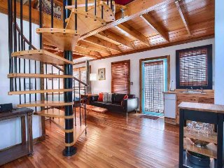 Cozy Lofted Studio in East Austin