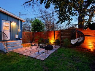 Contemporary 2 Bedroom Home in East Austin