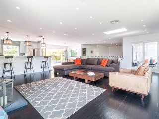 Modern 3 Bedroom Home in the Hollywood Hills