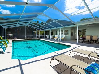Buccaneer's Hideaway – 4BR/2.5BA Heated Pool, Dock, Canal, MInutes to Siesta Key