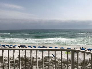 Step out on the Beach! Community Pool, Hot Tub, Complimentary Beach Service!, Destin