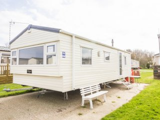 Ref 20267 Broadland Sands Holiday Park, 2 Bed, 6 Berth, Part Seaview.